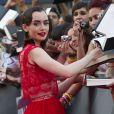 Lily Collins signe des autographes à la première du film The Mortal Instruments: La Cité des Ténèbres à Madrid, le 22 août 2013.