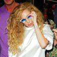 Lady Gaga salue ses fans à la sortie de son hôtel à New York, le 22 août 2013.