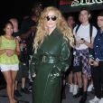 Lady Gaga, en imperméable vert Calvin Klein, à la sortie d'un studio de répétition new-yorkais, le 22 août 2013.