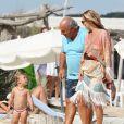 Kate Moss et Philip Green arrivent sur la plage du Club 55 à Ramatuelle. Le 25 août 2013.