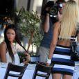 Nabilla et Shauna Sand sur le tournage de Hollywood Girls saison 3, à Los Angeles, le jeudi 15 août 2013.