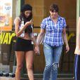 Nabilla se rend chez un coiffeur, à Los Angeles, le vendredi 16 août 2013.