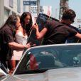 Nabilla et son frère Tarek ont acheté une batterie dans un magasin à Los Angeles, le jeudi 15 août 2013.