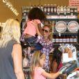 Heidi Klum emmène ses enfants Leni, Henry, Johan et Lou faire des courses chez Whole Foods Market dans le quartier de Brentwood à Los Angeles. Le 31 août 2013.