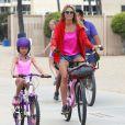 Heidi Klum, accompagnée de son petit ami Martin Kirsten, emmène ses enfants Henry, Johan, Leni et Lou faire du vélo à Santa Monica. La petite famille a passé l'après-midi à la plage. Le 24 août 2013.