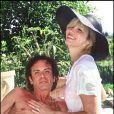 Amanda Lear et son mari Alain-Philippe Malagnac, dans leur maison du Sud de la France, en 1991.