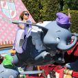 Jennifer Lopez et ses enfants Max et Emme s'amusent à Disneyland à Anaheim, Los Angeles, le 25 août 2013.