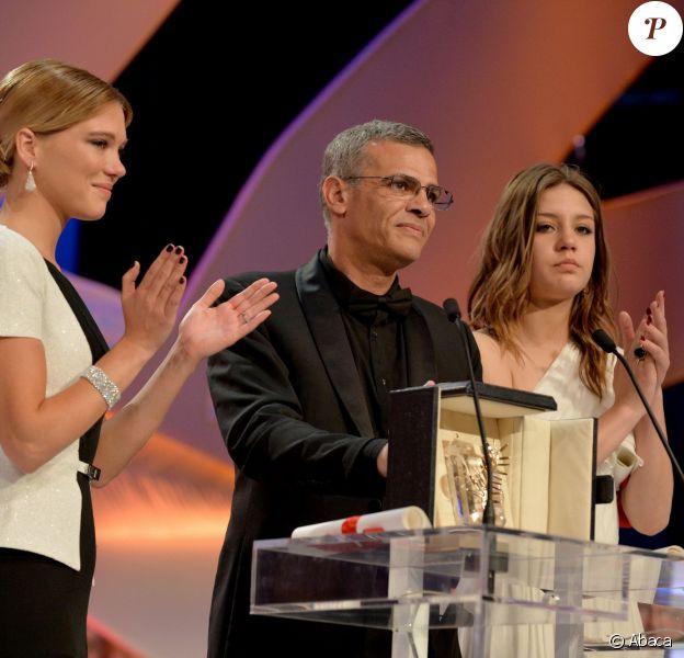 Léa Seydoux, le réalisateur Abdellatif Kechiche et Adèle Exarchopoulos lors de la Palme d'or du film La Vie d'Adèle lors du Festival de Cannes le 26 mai 2013