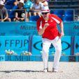 Le prince Albert II de Monaco, qui s'applique au point, et la princesse Charlene, associés à Dylan Rocher et Daniel Elena, ont remporté le 5 septembre 2013 le tournoi Peace and sport pro/am organisé à la veille de la finale des Masters de Pétanque de Monaco 2013 sur la place du palais princier.