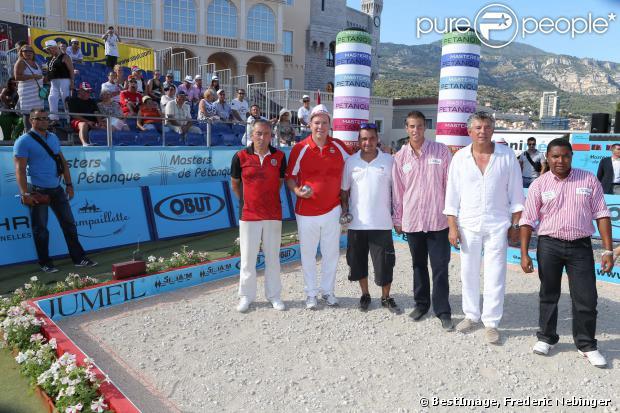 Le prince Albert II de Monaco et la princesse Charlene, en équipe avec Dylan Rocher et Daniel Elena, ont remporté le 5 septembre 2013 le tournoi Peace and sport pro/am organisé à la veille de la finale des Masters de Pétanque de Monaco 2013 sur la place du palais princier.