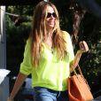 Sofia Vergara, a fait du shopping chez Bulgari avant d'aller au restaurant et de tomber dans les escaliers, à Beverly Hills, le 5 septembre 2013.