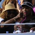 Oracene et Venus Williams lors de la finale de l'US Open 2013 entre Serena Williams et Victoria Azarenka, le 8 septembre 2013 sur le court Arthur Ashe à Flushing Meadows