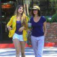 Exclusif - Teri Hatcher en compagnie de sa fille Emerson dans les rues de Los Angeles, le 4 septembre 2013.