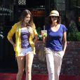 Exclusif - L'actrice Teri Hatcher avec sa fille Emerson dans les rues Los Angeles, le 4 septembre 2013.