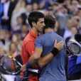 Novak Djokovic et Rafael Nadal après la finale de l'US Open 2013 à Flushing Meadows, le 9 septembre 2013