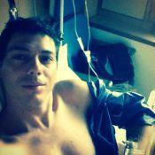 Taïg Khris : Blessé et opéré, il poste des photos de son lit d'hôpital