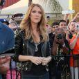 """La diva Céline Dion sur le plateau de l'émission """"Extra!"""" avec Maria Menounos à Universal City, le 9 septembre 2013."""