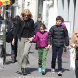 Laura Dern et ses enfants à New York, le 4 avril 2013.