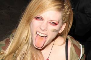 Avril Lavigne, punk provoc' : Look excentrique face aux rumeurs de grossesse