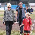 Gwen Stefani, enceinte, et son mari Gavin Rossdale assistent au match de foot de l'un de leurs fils à Los Angeles le samedi 21 septembre 2013.