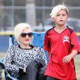 la chanteuse Gwen Stefani, enceinte, et son mari Gavin Rossdale assistent au match de foot de l'un de leurs fils à Los Angeles le samedi 21 septembre 2013.