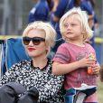 La popstar Gwen Stefani, enceinte, et son mari Gavin Rossdale assistent au match de foot de l'un de leurs fils à Los Angeles le samedi 21 septembre 2013.
