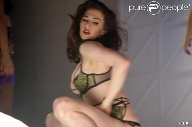 """Elettra Rosselini Wiedemann, ultra sexy dans """"Control Yourself"""", le nouveau clip de campagne d'Agent Provocateur. Réalisation par John Cameron Mitchell."""