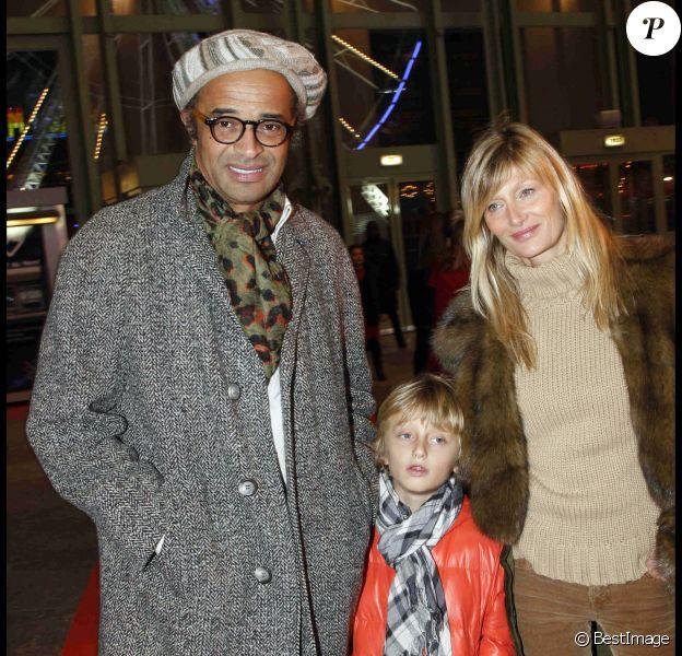 Yannick Noah et sa femme Isabelle Camus à Paris le 15 décembre 2011, avec leur fils Joalukas.