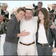 Willem Dafoe, Lars von Trier et Charlotte Gainsbourg lors du photocall à Cannes du film Antichrist le 18 mai 2009