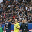 Zlatan Ibrahimovic provocateur lors du match de football PSG - Toulouse au Parc des princes, le 28 septembre 2013
