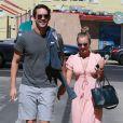 Kaley Cuoco et Ryan Sweeting (récemment fiancés) à Sherman Oaks, le 28 septembre 2013.