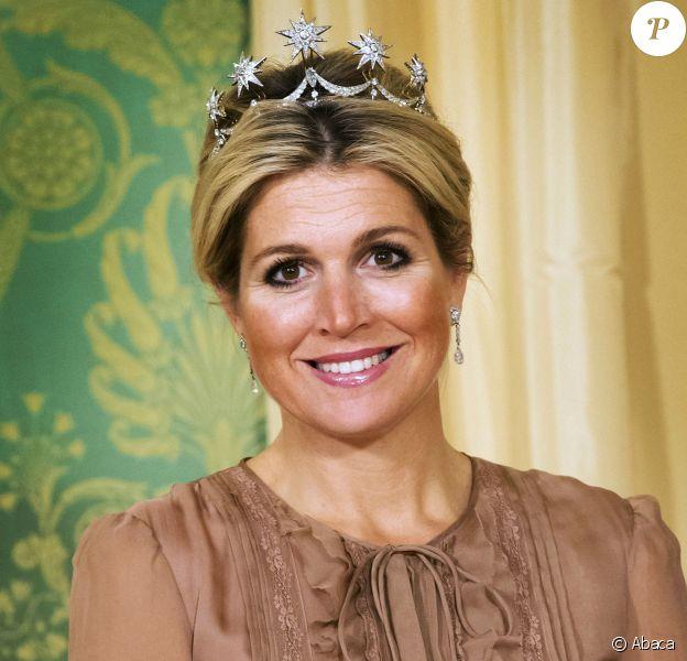 La reine Maxima des Pays-Bas, élégante et parée, lors de la réception le 1er octobre 2013 de Shimon Peres au palais Noordeinde, à La Haye, pour un dîner à l'occasion de la visite officielle du président israélien du 29 septembre au 2 octobre.