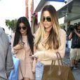 Kylie Jenner et Khloé Kardashian quittent la boutique de vêtements Kitson à Beverly Hills. Le 2 octobre 2013.