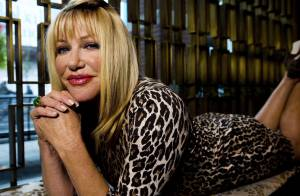 Suzanne Somers : Carole de Notre Belle Famille, une cougar sexy en léopard