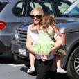 """""""Sarah Michelle Gellar va chercher sa fille Charlotte à son cours de danse à Sherman Oaks, le 5 octobre 2013."""""""