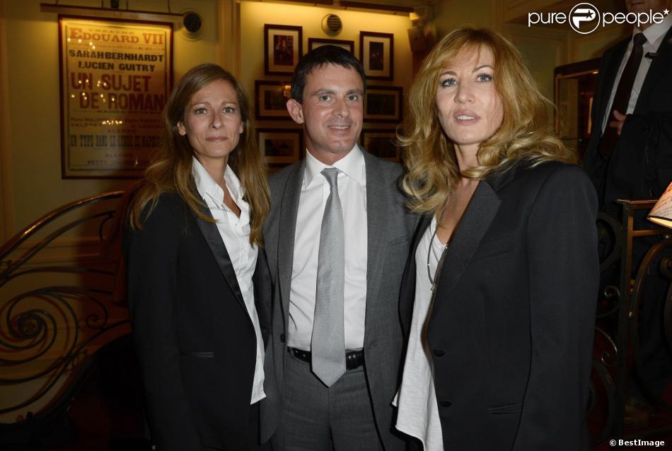 Manuel Valls avec sa femme Anne Gravoin et Mathilde Seigner à Paris, le 16 septembre 2013.