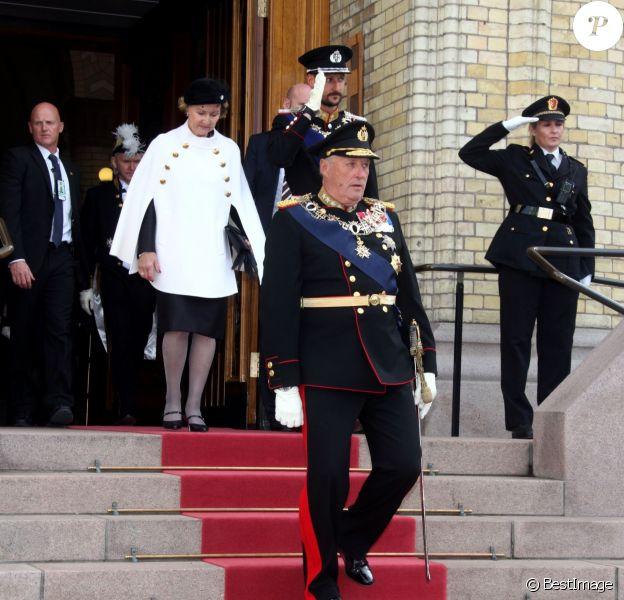 Le roi Harald V, avec la reine Sonja et le prince héritier Haakon, procédait le 9 octobre 2013 à Oslo à l'inauguration du Parlement, qui dispose depuis la veille d'un nouveau président.