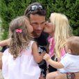 Exclusif - Carlos Moya fête ses 37 ans avec sa femme Carolina Cerezuela et ses enfants Carlos et Carla à Majorque en Espagne le 27 août 2013.