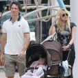 Carlos Moya avec son épouse Carolina Cerezuela et ses enfants Carlos et Carla à Miami, le 19 février 2013.