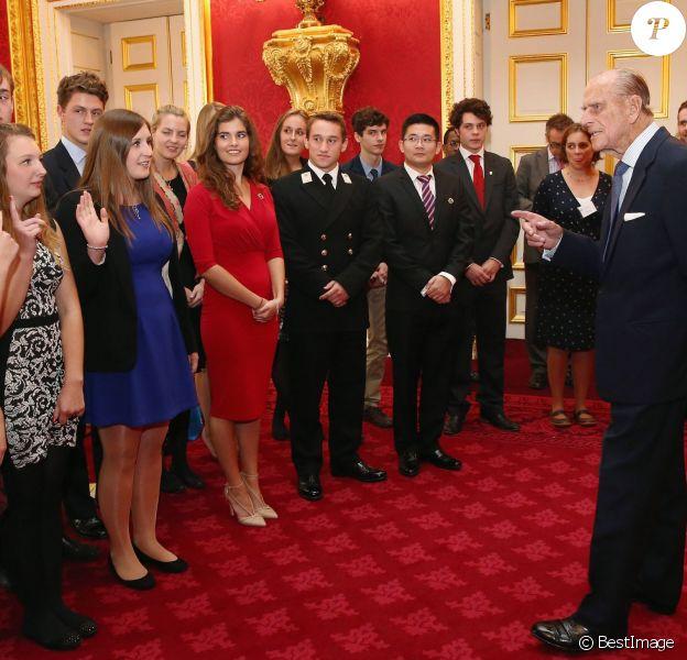 Interro surprise, mesdemoiselles ! Le prince Philip lors de la remise des Prix duc d'Edimbourg (DofE Awards) au palais St James, à Londres, le 10 octobre 2013.