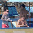 Exclusif - Carey Hart au bord d'une piscine à Cabo San Lucas, le 2 octobre 2013.