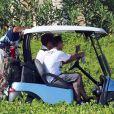 Exclusif - Carey Hart en plein golf à Cabo San Lucas, le 2 octobre 2013.