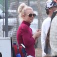 Britney Spears assiste à un match de football de leurs enfants à Los Angeles, le samedi 26 octobre 2013.