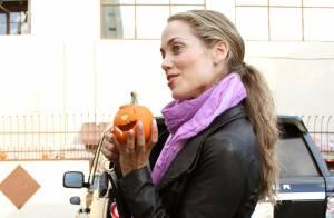 Elizabeth Berkley : Maman très active pour Halloween ou Dancing with the Stars