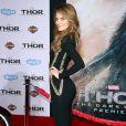 """Maria Menounos à la première du film """"Thor : Le Monde des ténèbres"""" au cinéma El Capitan à Hollywood, le 4 novembre 2013."""