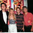 Stone avec son fils Baptiste et son mari Mario avec son fils Maxime à Paris le 2 septembre 1998.
