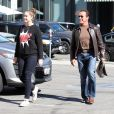 Arnold Schwarzenegger et sa fille Christina quittent un restaurant a Brentwood le 5 novembre 2013.  Semi-Exclusive - For Germany call for price - Former California Governor and action star Arnold Schwarzenegger spotted leaving Tavern Restaurant in Brentwood, California with his daughter Christina on November 5, 2013.05/11/2013 - Brentwood