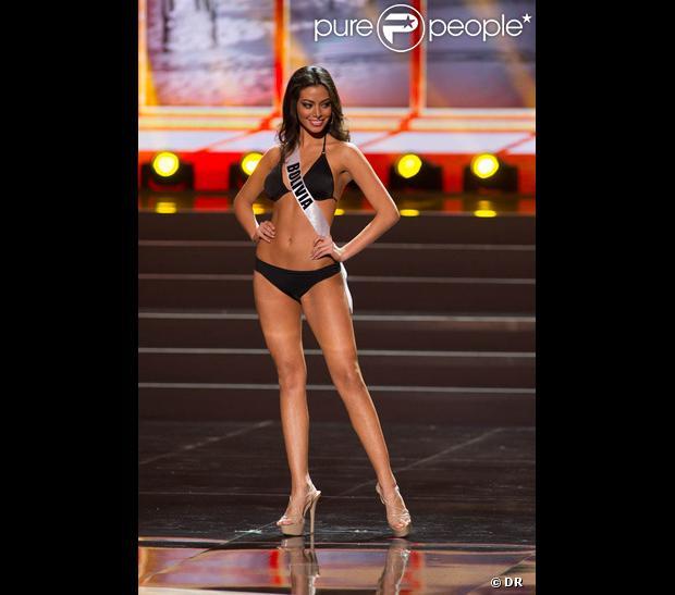 Miss Bolivie défile en maillot de bain pour la compétition 2014 Yamamay pour Miss Univers, au Crocus City Hall de Moscou en novembre 2013