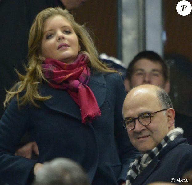 Pierre Moscovici et sa compagne Marie-Charline Pacquot lors du match France / Nouvelle-Zélande au Stade de France à Saint-Denis le 9 novembre 2013