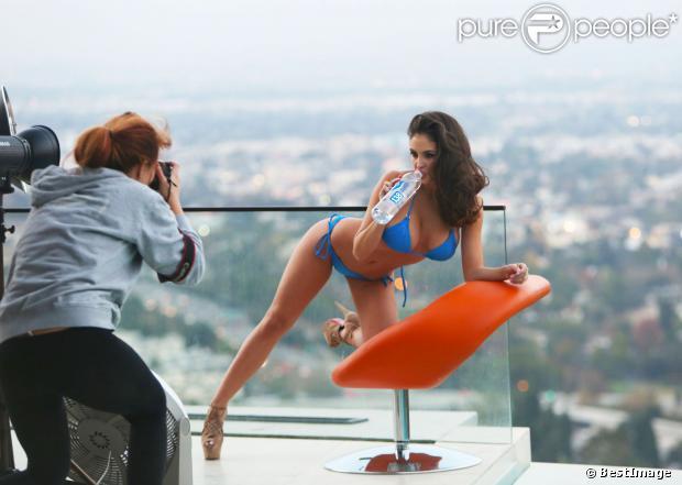 Jaclyn Swedberg, sexy et aguicheuse face à la photographe Raquel Rischard pour 138 Water à Universal City. Le 7 novembre 2013.